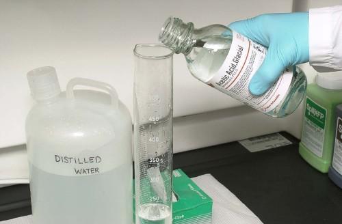Acetic Acid in Lab