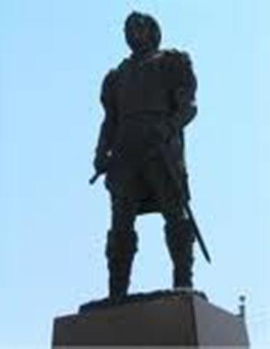 Alvarez de Pineda Statue