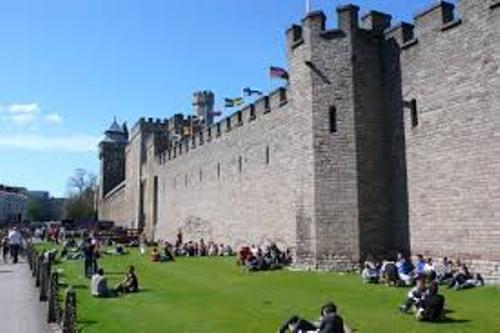 Cardiff Castle Image