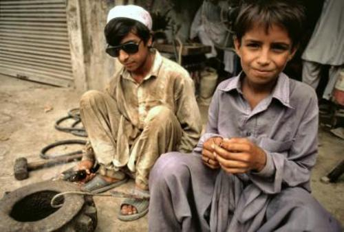 an analysis of child labor in pakistan This paper analyses child labour participation and its key determinants using data sets from peru and pakistan the results include tests of the 'luxury' and 'substitution' hypotheses that play key.